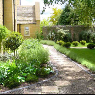 Cotswold garden with rooms jo wilde