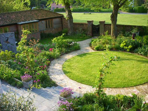 Suffolk two gardens in one shoot for Small round garden design
