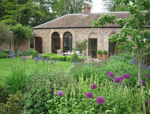 Old Coach House Garden by garden designer Amanda Patton MSGD. Short-Listed for the Society of Garden Designers Awards in Planting Design Category.