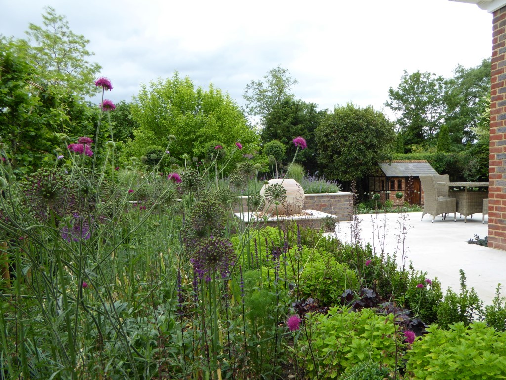 Contemporary Sloping Garden By Reading based MSGD garden designer Andrea Newill