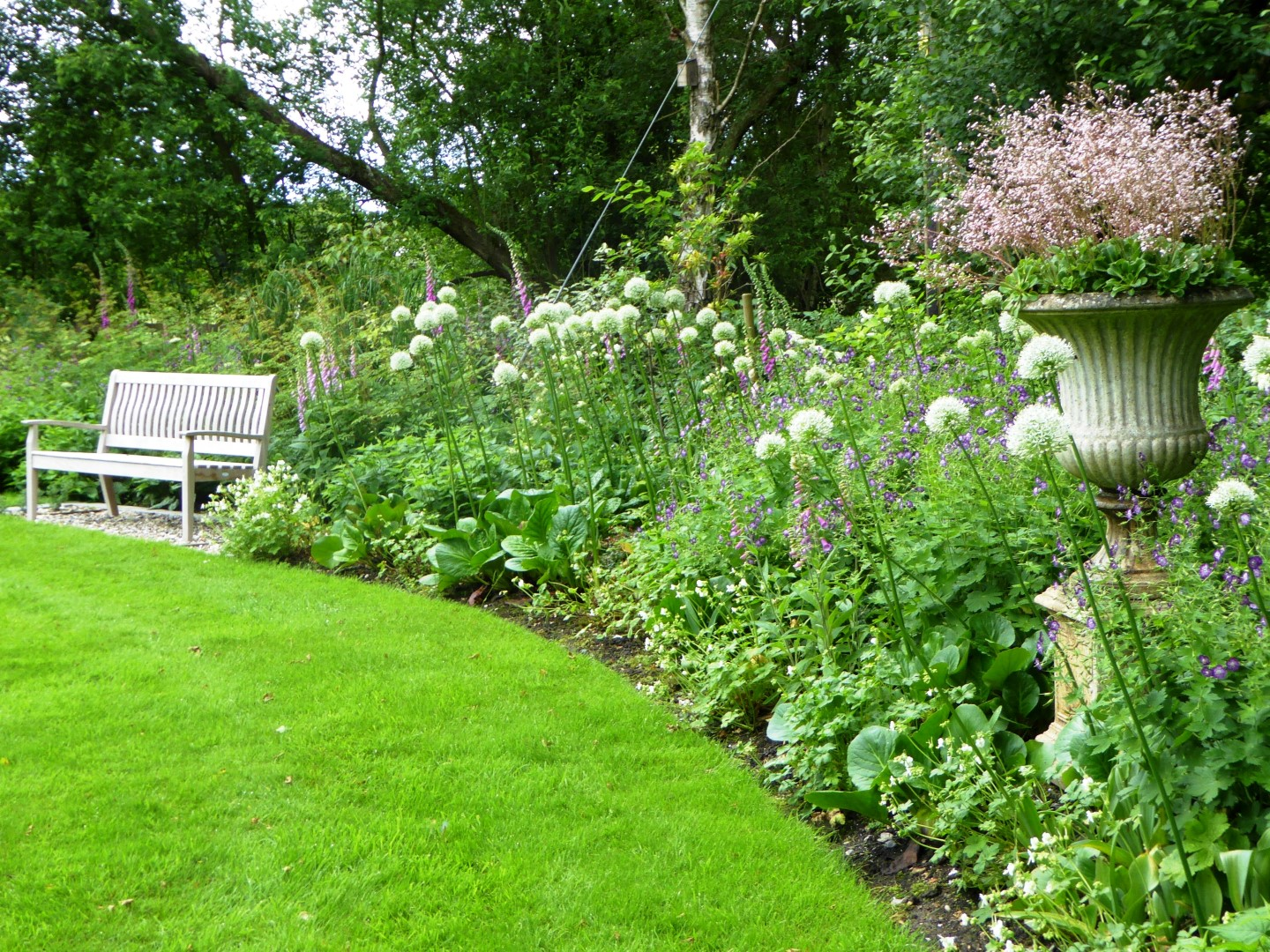 Romantic Country Garden by Reading based MSGD garden designer Andrea Newill