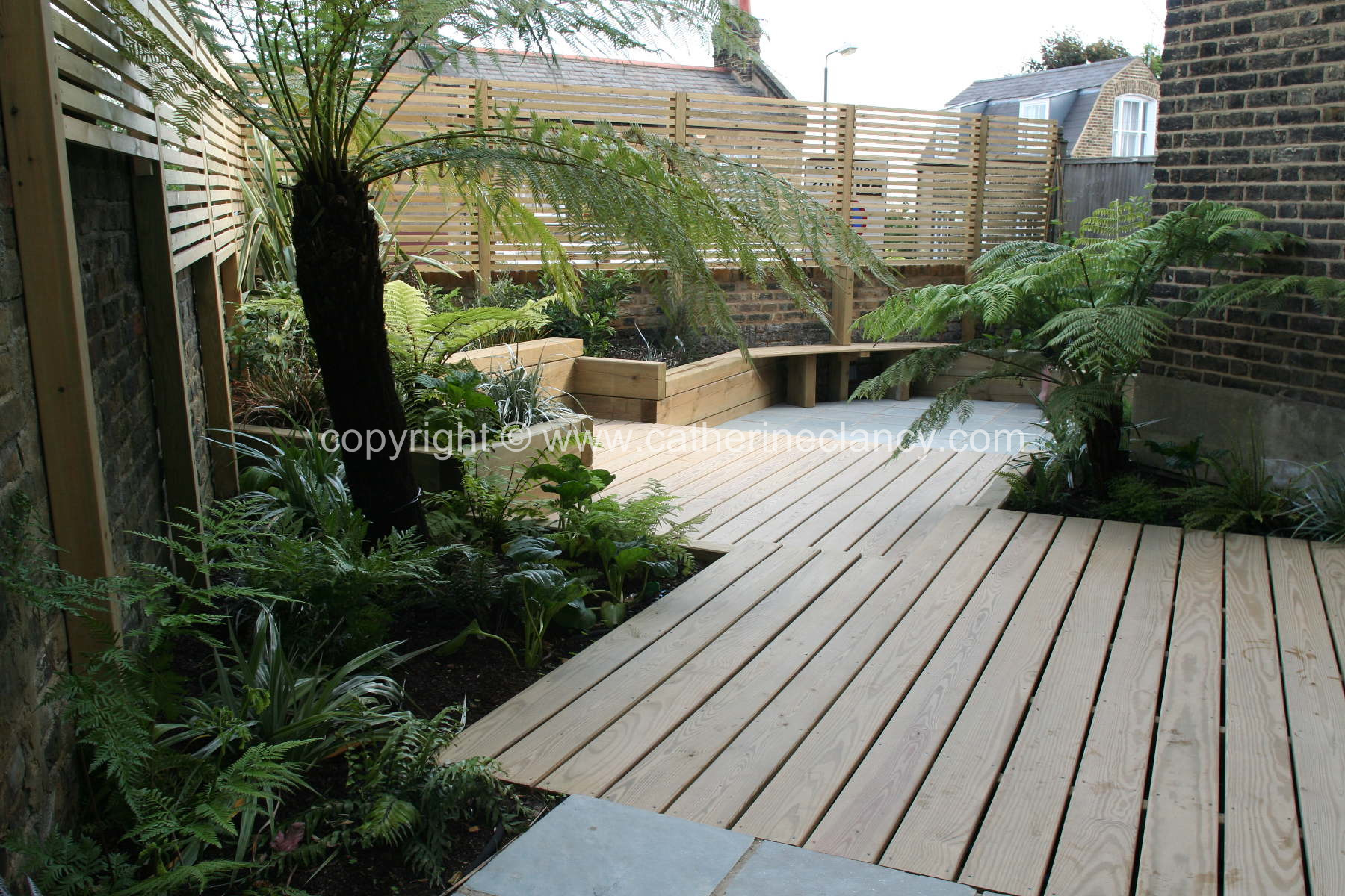 Small Backyard Garden in Greenwich, London By Blackheath based garden designer Catherine Clancy MSGD