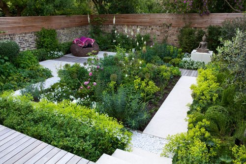 Small Residential Garden Designed by Charlotte Rowe MSGD. This garden was shortlisted in the Small Residential Gardens category in The SGD Awards 2012.